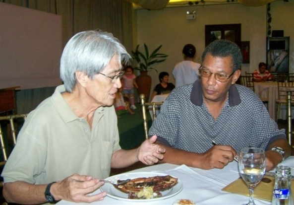 Joemarie Vargas (l) discusses disaster relief plans with American Fred Hillman, retired law enforcement captain with the Cleveland, Ohio Department of Veteran Affairs and now resident in Negros Occidental.