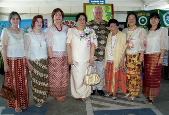 City Councilor Em Ang (2nd-r) with (l-r) Garden Club President Glo Tajanlangit, Club Director Ivy Visitacion and Garden Show Chair Lita Cruz (Robert Harland photo)