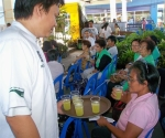 ICA student Ken Cosuyon serving the cucumber and pineapple quencher