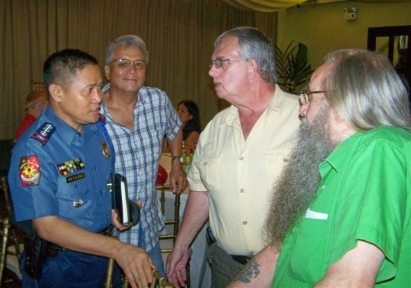 BCPO Director Senior Supt. Ricardo De La Paz discusses law and  order issues with members of the Bacolod Expats' Group (l-r)  Americans Ded Vail and Ron Savage and Brit Nick Scarborough