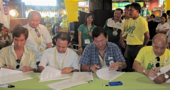 Signing the MOA on Friday to launch the mangrove project in Sipalay. (l-r) NFEFI president Paul Lizares, EDC's Roberto Cama, Sipalay City Mayor Oscar Montilla Jr, DENR's Chief Regional Executive Director Julian Amador