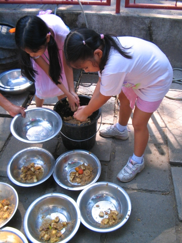 Getting ready to feed the animals - youngsters at a NFEFI Junior Zookeeper workshop