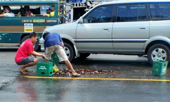 Beer tragedy: What a waste and what a sad sight for any beer lover. Several cases of San Mig fell off a truck on Friday morning outside Country Mart in Lacson street causing traffic congestion while a clean-up took place. (Robert Harland photo)