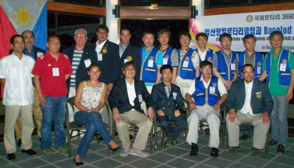 Members of the Rotary Club of Bacolod Marapara and the Rotary Club of Ilsan-Jungbal at the signing ceremony