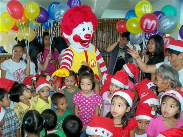 A special appearance of Ronald McDonald at the Marapara Rotary annual Pamaskua Sa Bata gift-giving party