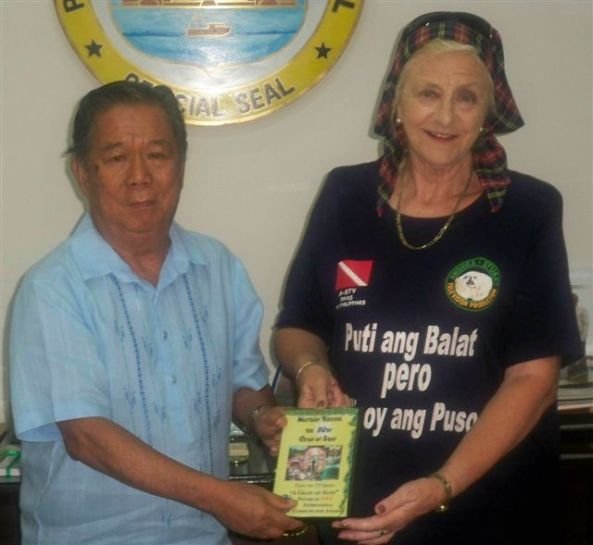 Hazel Andrea-Stuart, the Bacolod-based British TV documentary film-maker, presented Governor Alfredo Marañon Jr on Monday with her latest film on the Philippines.