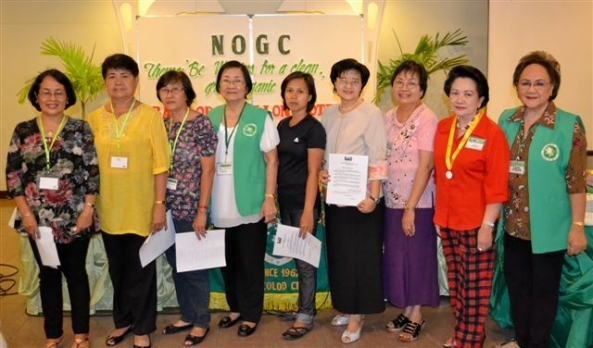 Peps Remito, president of the Negros Occidental Garden Club, inducted five new members into the club at its monthly meeting at the Pavillon Hotel in Bacolod City on Saturday. Inducted were (l-r) Olive Fos, Jean Visitacion, Bertha Galindo with sponsor Necena Ong; Mary Joy Halipa, Lily Go with sponsor Vicki Sherratt; club president Peps Remitio and club membership chair Daphne Javelosa.