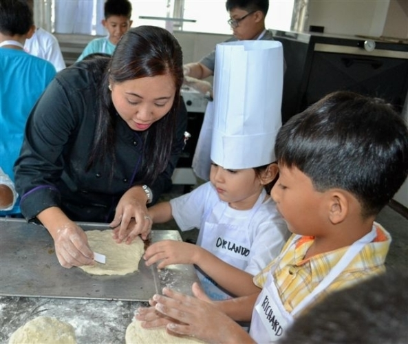 Pearl Manor Skills Academy director chef Shangrila Chua gives a few tips to the pizza making class