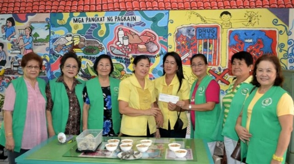 The Negros Occidental Garden Club presented a donation to the Rizal Elementary School for the Full Meal program. (l-r) Club members Mepa Conde, Daphne Javelosa, Ilde Guerrero. Rizal Elementary's  Raquel Barredo and May Bautista; club members Lourdes Mercado, Jean Visitacion, Gigi Flores