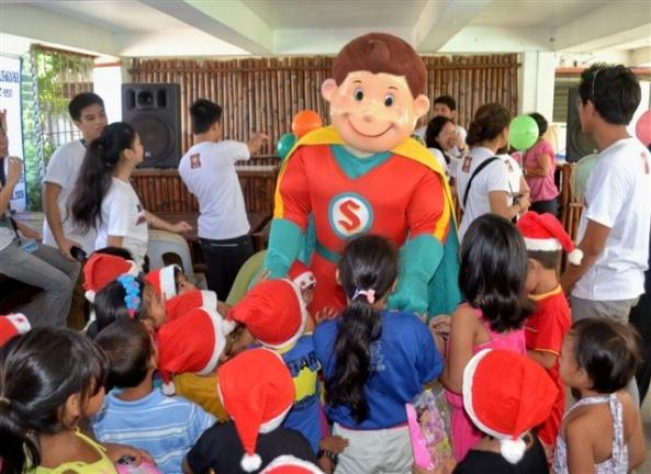 A special appearance of Capt. Shakey's at the Marapara Rotary annual Pamaskua Sa Bata gift-giving party