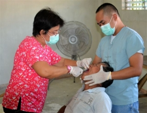 Dr. Maribeth Lee looking after a patient on Sunday at the Bata medical mission
