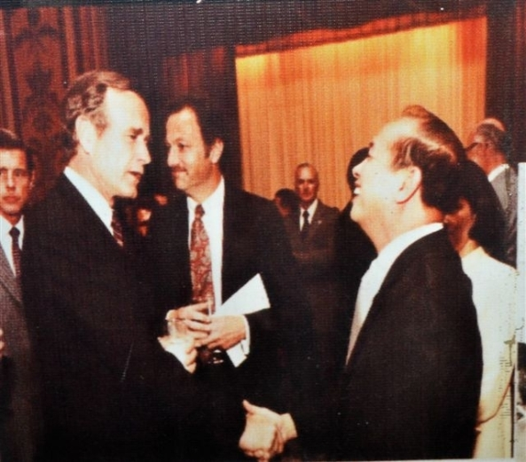 Rafael M Salas with President George H W Bush