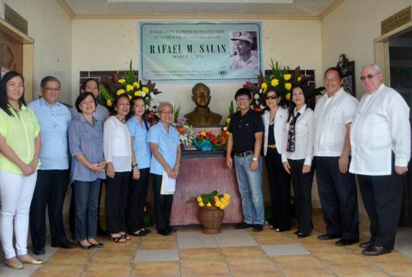 Marking the 27th death anniversary on Monday of Bago City favorite son Rafael M Salas with a wreath laying ceremony at the RMS Youth Center were Bago City officials, family members and trustees of the RMS Library Society. (l-r) Patty Gomez, Atty. Raymundo Pandan, Thelma Watanabe, Raffy Salas, former Bacolod City mayor Joy Valdez, Clrs. Bernadette Soncio and Joy Matti, Bago City mayor Ramon Torres, Amb. Menchu Salas, Clr. Sonya Verdeflor, Philip Abello, Robert Harland
